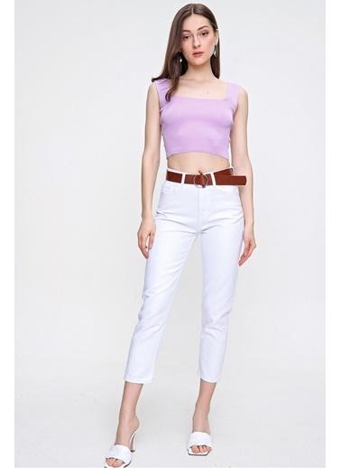 Butikburuç Kadın Camel Kemerli Kot Pantolon Beyaz